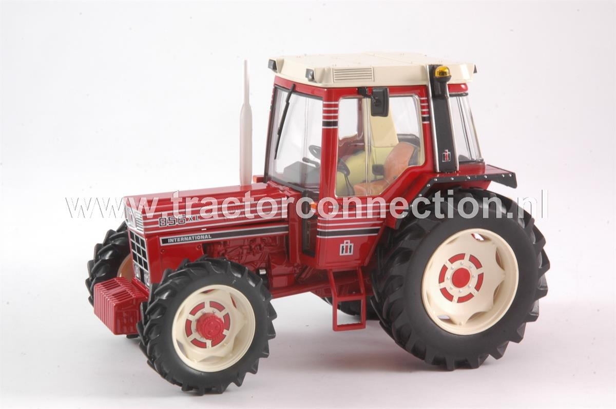 Ih 856 Tractor : Tractor connection specialist in scale models