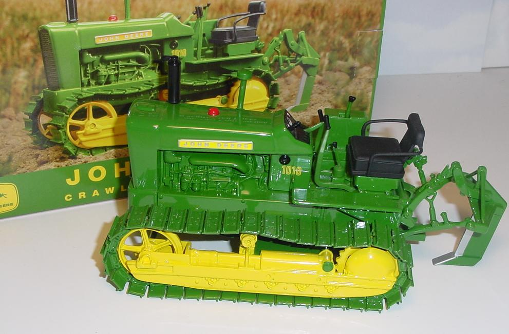 John Deere 1010 Crawler Tractor : Tractor connection specialist in scale models